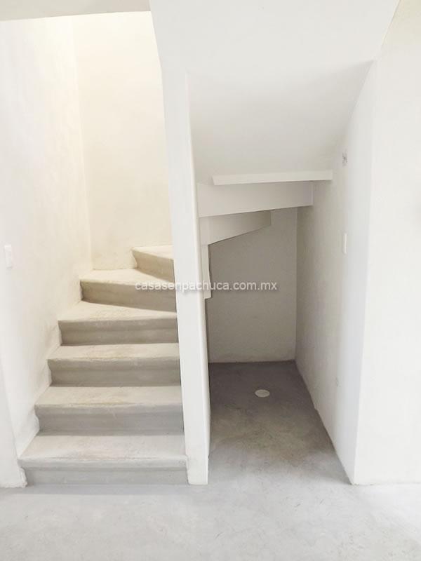 Casas infonavit y departamentos desde 379 000 cerca del df for Escaleras para casas de 2 pisos